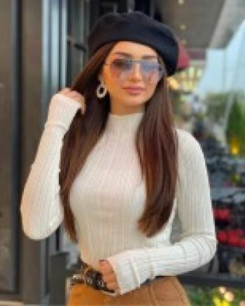 Noura Habite à Paris